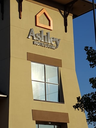 Southaven, MS Ashley Furniture HomeStore 94499