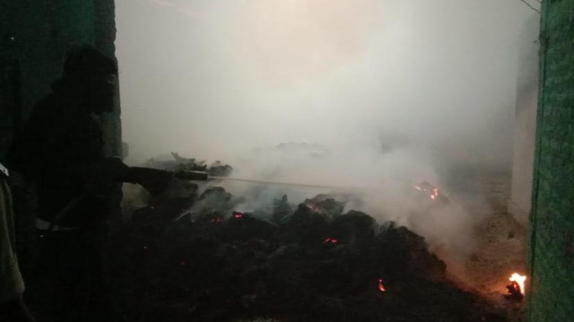 मोतिहारी में राइस मिल में शॉर्ट सर्किट से लगी आग, लाखों का धान जलकर राख