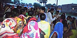 नवादा में शराब बिक्री के खिलाफ सड़क पर उतरी महिलाएं, सूचना के बाद भी थाना नहीं ले रहा एक्शन