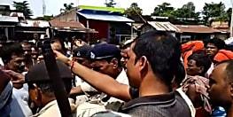 शराब माफिया की करतूत, शराब के बकाए पैसे के लिए बीच सड़क पर की मारपीट