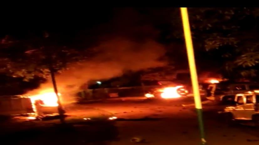 मोतिहारी में शख्स की मौत के बाद बवाल, थाने की गाड़ी में लगाई आग, पुलिस ने की हवाई फायरिंग