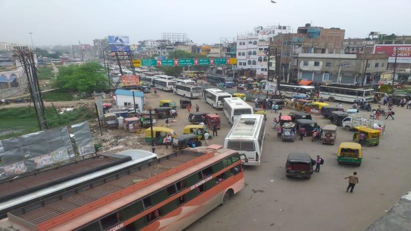 पटना में महाजाम, मीठापुर बस स्टैंड से अनिसाबाद चौराहा तक 4 घंटे से फंसे हैं लोग
