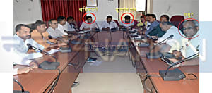 महिलाओं को लेकर CM नीतीश की सोच में पलीता लगा रहे अधिकारी, ससुर-पति कर रहे बैठक