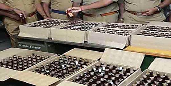 दो अलग-अलग जिलों से भारी मात्रा में शराब बरामद, 3 गिरफ्तार
