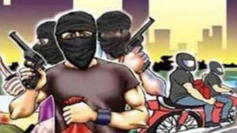 हथियारबंद लुटेरों ने फाइनेंस कंपनी के मैनेजर को बनाया निशाना, 14 लाख रुपये लूटे