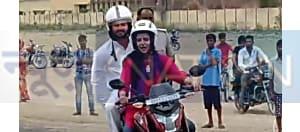 छपरा में लड़की के साथ बाइक पर बैठ घूमते नजर आए तेजस्वी यादव, आखिर कौन थी वो..