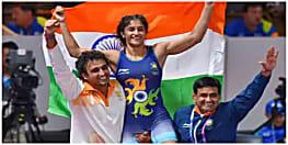 विनेश फोगाट ने गोल्ड जीतकर रचा इतिहास, बनी स्वर्ण पदक जीतने वाली पहली महिला पहलवान
