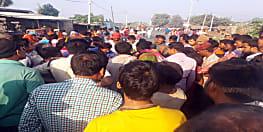 तेज रफ्तार ट्रक से कुचलकर छात्र की मौत,  आक्रोशित ग्रामीणों ने किया सड़क जाम