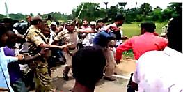 सीएसपी संचालक से हथियारबंद अपराधियों ने लुटे एक लाख रुपये, ग्रामीणों ने पुलिस के सामने की जमकर पिटाई