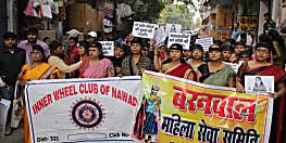 हैदराबाद गैंगरेप मामले को लेकर नवादा में महिलाओं ने निकाला मौन जुलूस, आरोपियों को फांसी देने की मांग