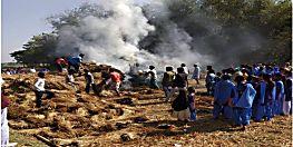 धान के ढेर में लगी आग, इलाके में अफरा-तफरी का माहौल