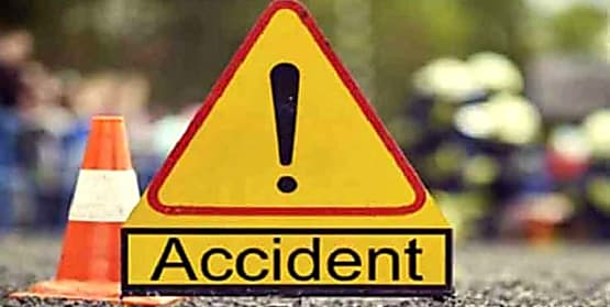 सड़क दुर्घटना में गड्ढे में गिरा युवक, पानी में डूबने से हुई मौत