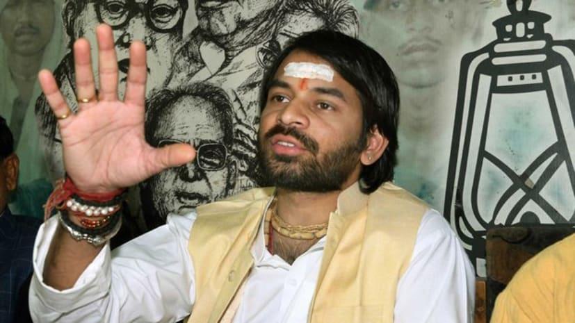 तेजप्रताप यादव ने अपने ससुर को बताया बहुरूपिया, सारण की जनता से की चुनाव में हराने की अपील
