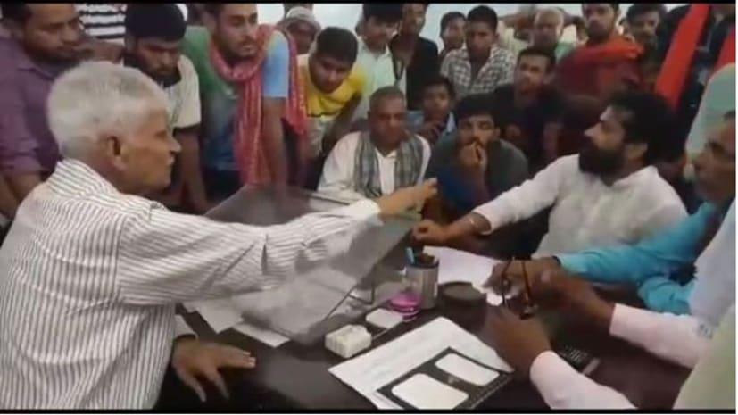 छात्र की मौत से फूटा ग्रामीणों का गुस्सा, अस्पताल प्रशासन पर लगाया लापरवाही का आरोप