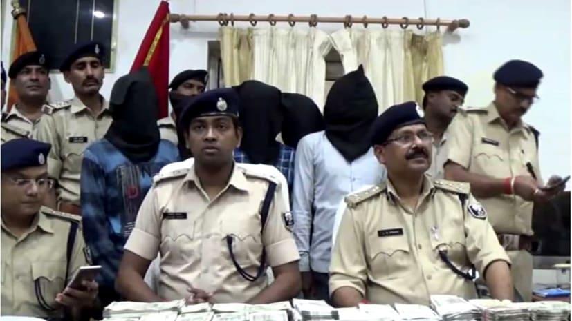 कैश सहित एटीएम ले जानेवाले पांच शातिर को पुलिस ने किया गिरफ्तार, 14.85 लाख रूपये सहित हथियार बरामद