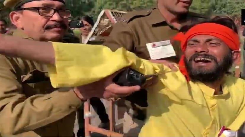 PM मोदी से मिलना चाहता था शख्स, रक्षा मंत्री राजनाथ सिंह का काफिला रोका...जानिए पूरी खबर