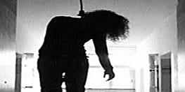 दीवाल पर सुसाइड नोट लिख महिला डांसर ने लगाई फांसी, जांच में जुटी पुलिस