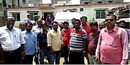 सड़क दुर्घटना में ग्रामीण आवास सहायक की हुई मौत, सहकर्मियों ने लगाया मानसिक दबाव का आरोप