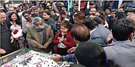 रांची में शिबू सोरेन ने केक काटकर मनाया 76 वां जन्मदिन, पार्टी नेताओं और कार्यकर्ताओं ने दी शुभकामना