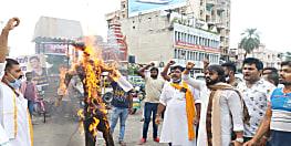 अभिनेत्री कंगना रनौत पर अलोकतांत्रिक कार्रवाई के खिलाफ पटना में मुख्यमंत्री उद्धव ठाकरे का हुआ पुतला दहन