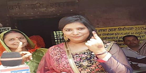 बिहार में चार लोकसभा सीटों पर मतदान जारी, 2 बजे तक 36.49 फीसदी मतदान