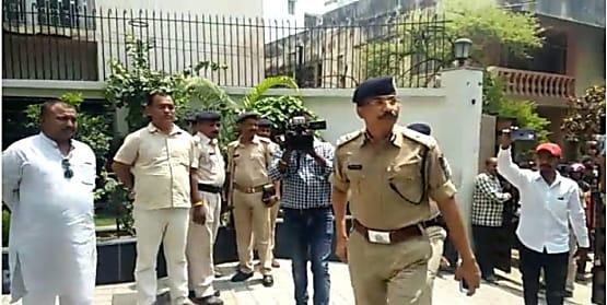 व्यवसायी के घर से बरामद तीन शव मामला : पुलिस को मिला कमरे से सुसाइड नोट, खुद को बताया है जिम्मेवार