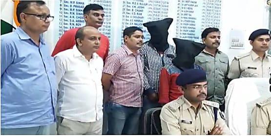पटना के ज्वेलरी दुकान में लूटकाण्ड का पुलिस ने किया पर्दाफाश, लूट के गहनों के साथ तीन को किया गिरफ्तार
