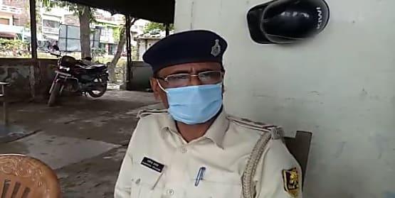 मधुबनी पुलिस को मिली सफलता, चोरी के जेवरात और मोबाइल के साथ एक को किया गिरफ्तार