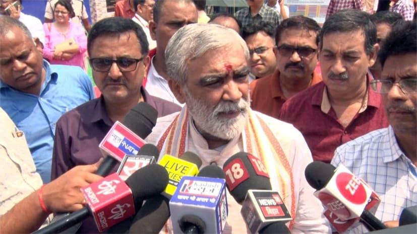 चमकी बुखार से बच्चों की मौत पर केन्द्रीय स्वास्थ्य मंत्री का अजब बयान, कहा- चुनाव में अधिकारी...