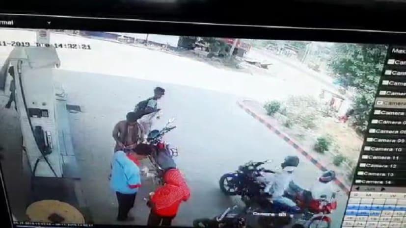 उच्चके की करतूत : मोटरसाइकिल से झपट्टा मारकर उडाये 45 हज़ार रुपये