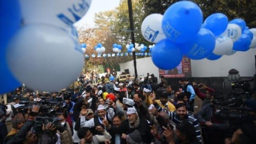 दिल्ली विधान सभा चुनाव : शुरुआती रुझान में स्पष्ट बहुमत की ओर आप, केजरीवाल पहुंचे पार्टी कार्यालय
