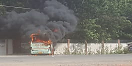 गया में छात्रों ने किया तोड़फोड़, बस में लगाई आग