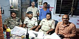 किसी बड़ी घटना को अंजाम देने की फिराक में थे अपराधी, पुलिस ने एक को दबोचा, तीन फरार