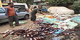 नवादा में भारी मात्रा में शराब किया गया नष्ट, गड्ढा खोदकर बहाई गई शराब