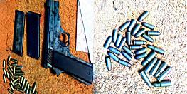 तस्करी का तरीका : शराब की खेप का स्कॉट कर रहे हैं शराब कारोबारी, हथियार और जिन्दा कारतूस बरामद, 5 पर मामला दर्ज