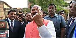 अभी-अभी : सीएम रघुवर दास ने बूथ संख्या 21 पर डाला अपना वोट, जनता पर जताया भरोसा