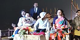 शादी की सालगिरह पर बाबा विश्वनाथ की नगरी वाराणसी पहुंचे हेमंत सोरेन, गंगा आरती में हुए शामिल