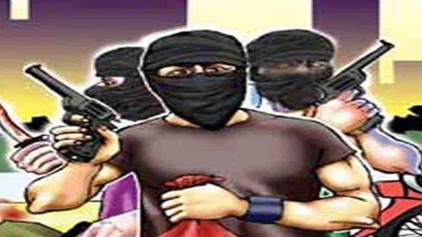 बेखौफ अपराधियों ने लूटे 15 लाख के जेवर, जाँच में जुटी पुलिस