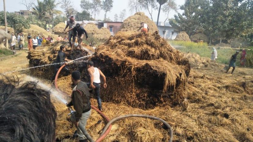 पटना: खलिहान में आग लगने से 4 बीघे में लगी धान और 10 हजार नेवारी जलकर खाक
