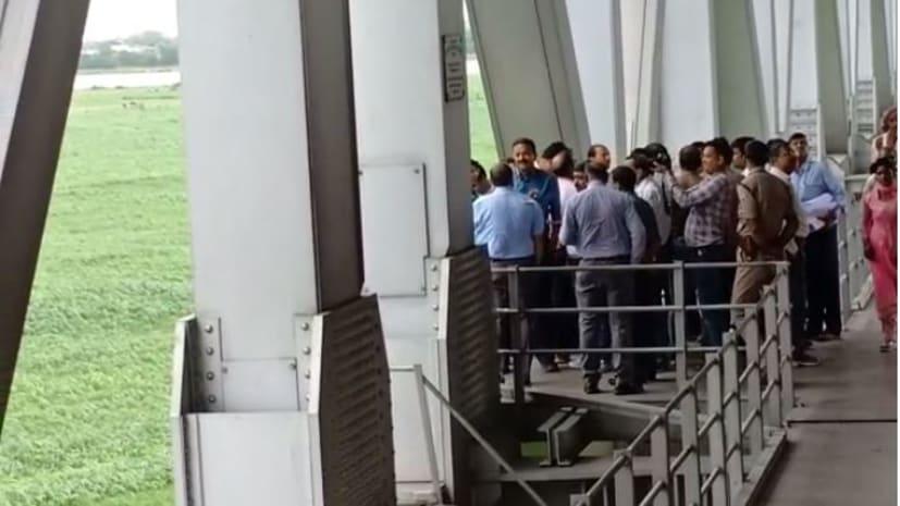 रेल महाप्रबंधक ने मुंगेर रेल पुल का किया निरीक्षण, अधिकारियों को दिए कई निर्देश