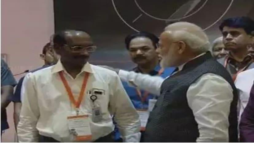 चंद्रयान-2 : निराश वैज्ञानिकों से बोले पीएम मोदी, आपके ही पुरुषार्थ से फिर से देश खुशी मनाने लग जाएगा