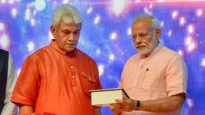 जम्मू-कश्मीर के दूसरे राज्यपाल बने मनोज सिन्हा, हाई कोर्ट की चीफ जस्टिस ने दिलाई शपथ