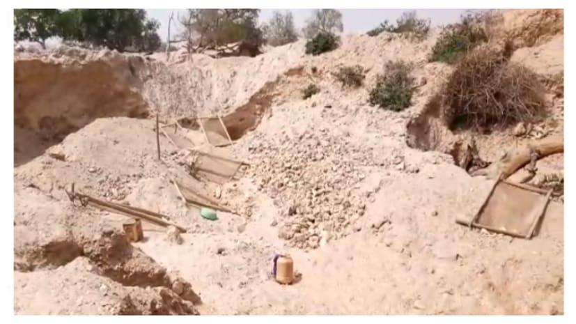 नवादा में अवैध अभ्रक खदान धंसने से 4 मजदूर की मौत