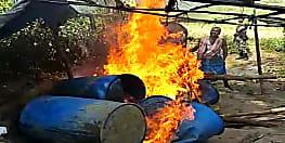 नवादा पुलिस के निशाने पर अवैध शराब भट्ठियां, जलाकर किया ध्वस्त