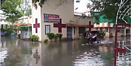 नगर निगम की लापरवाही : जलजमाव से तालाब में तब्दील हुआ रेड क्रॉस सोसाइटी