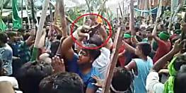 बड़ी खबरः गोपालगंज में मुहर्रम जुलूस के दौरान पिस्तौल लहराते एक युवक की तस्वीर वायरल..पुलिस बता रही खिलौना !