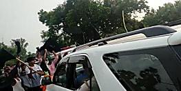 औरंगाबाद में बंट गया राजद, RJD कार्यकताओं ने पूर्व केंद्रीय मंत्री के बेटे को दिखाया काला झंडा