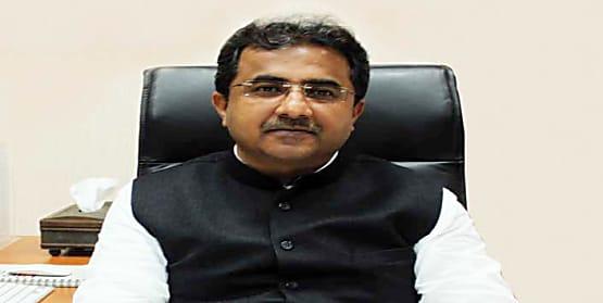 पूर्व मंत्री नीतीश मिश्रा ने बाढ़ पीड़ितों की मदद के लिए मुख्यमंत्री को सौंपी सहायता राशि...