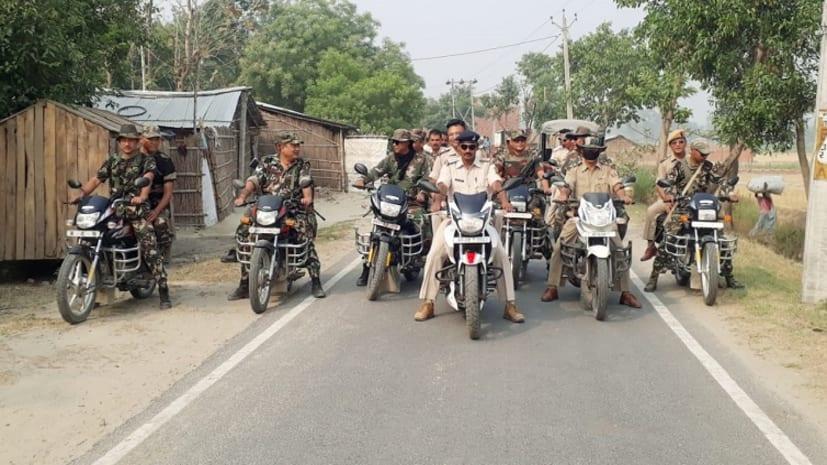 चुनाव को लेकर बगहा में पुलिस ने किया फ्लैग मार्च, शांतिपूर्ण मतदान के लिए किया लोगों से अपील