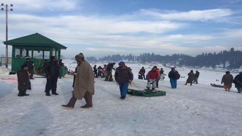बड़ी खबर : आज से धरती के स्वर्ग का सैर कर सकते है सैलानी, कश्मीर से हटाई गईं पाबंदियां